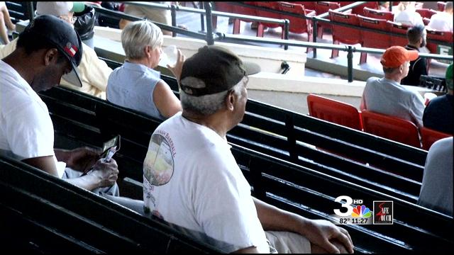 tourists take down sand gnats in 13 innings