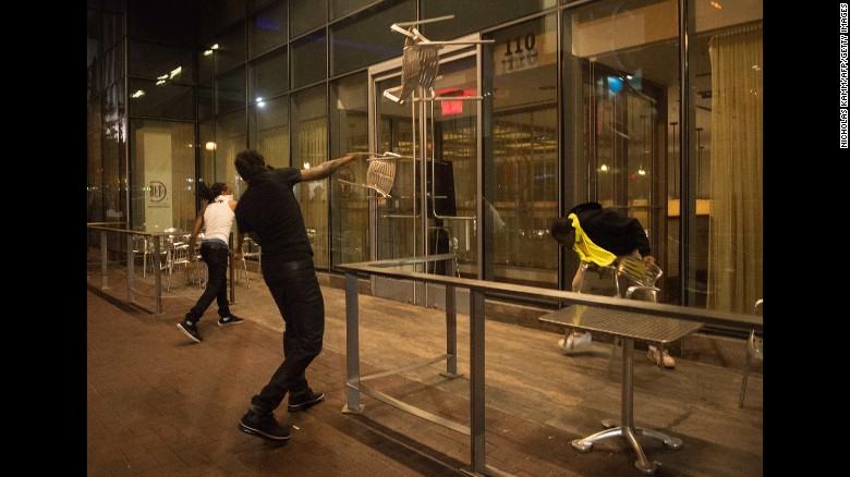 charlotte-protesters_160375