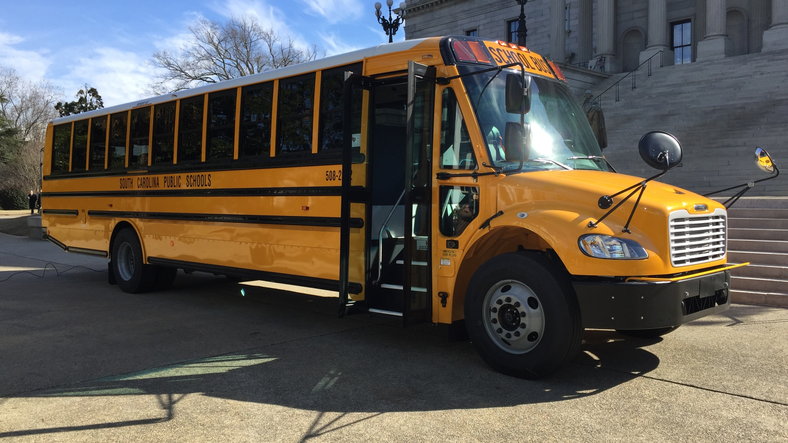 school-bus-at-statehouse_187047