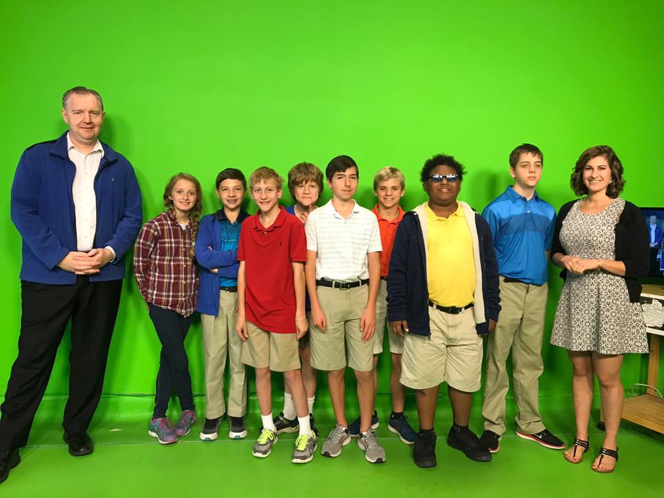Group picture of Ari and Lee and visiting students from Chatham Academy in Savannah_227239