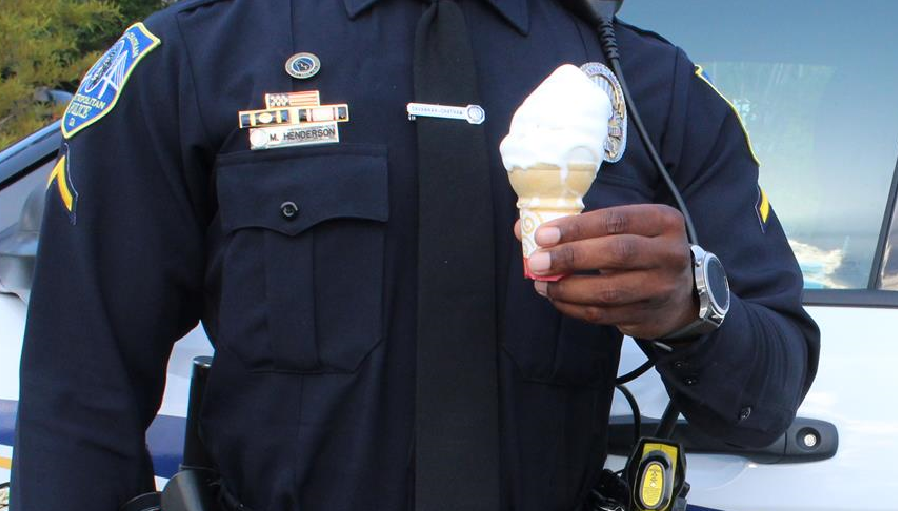 icecream cop_276408