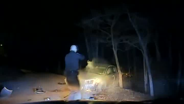 officer shoots suspect_362921