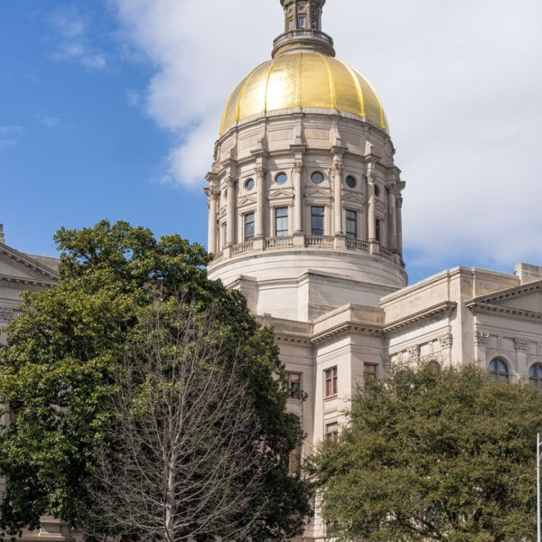 ga capitol - cropped photo - andre m - wikipedia - cc by-sa 3.0_370390