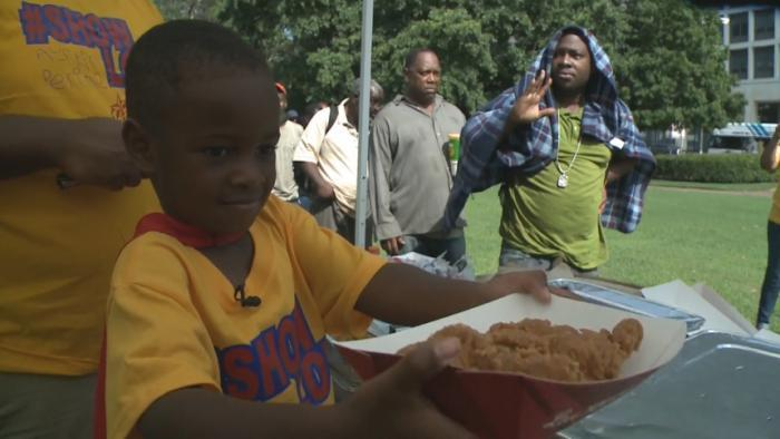 4-year-old boy feeds homeless in Atlanta