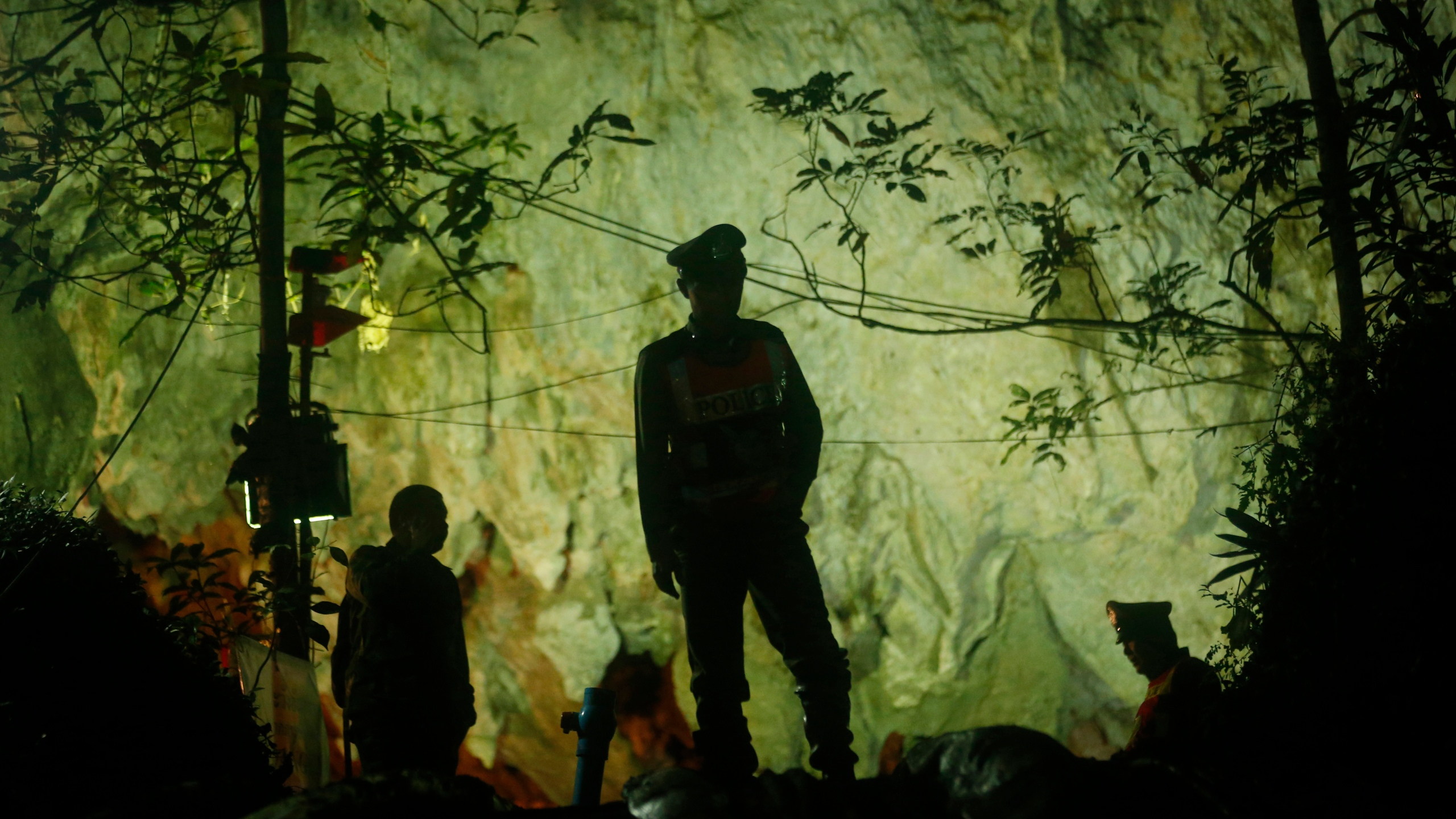Thailand_Cave_Search_74892-159532.jpg74545156