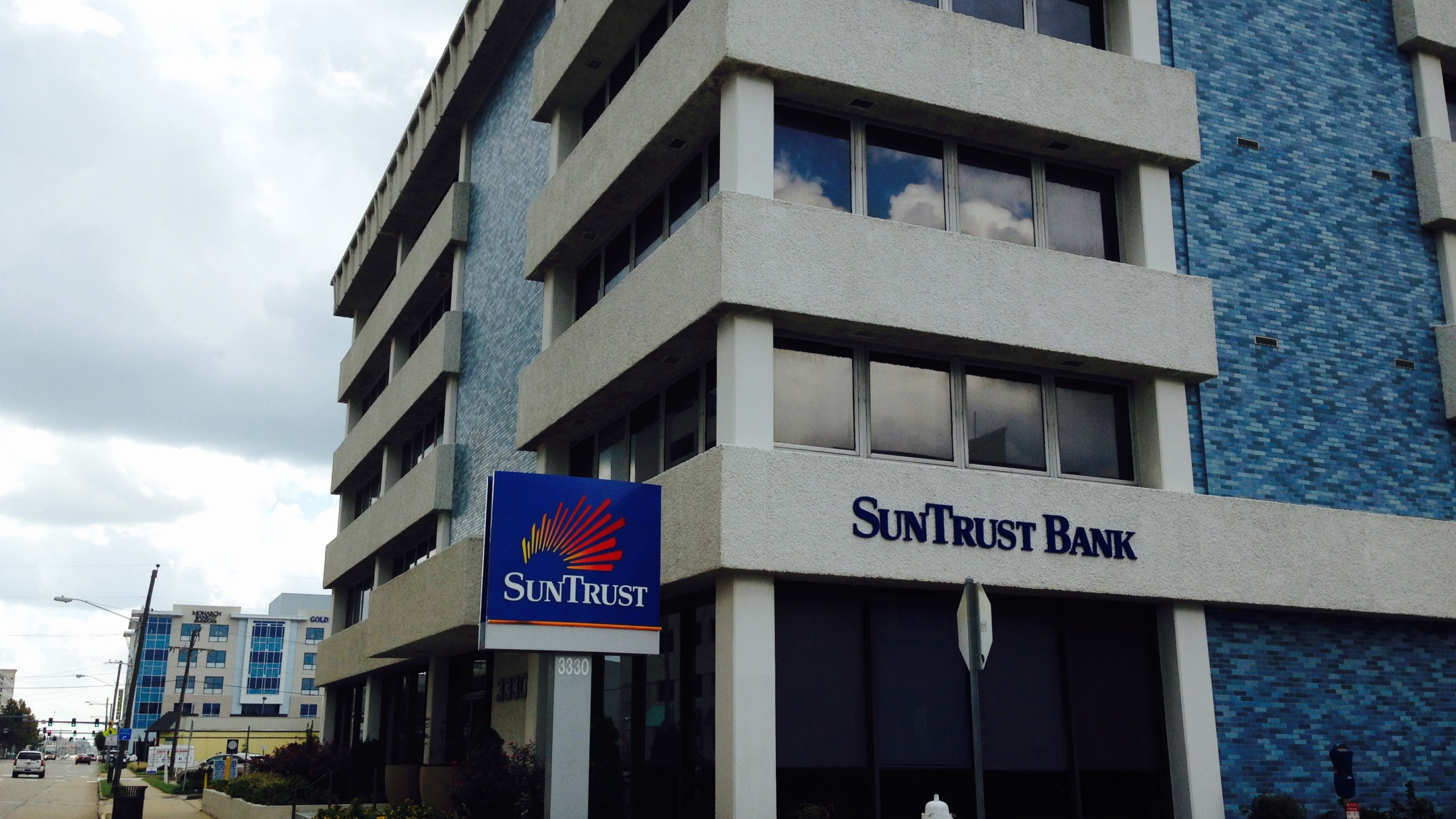 Suntrust bank_185173-873703993