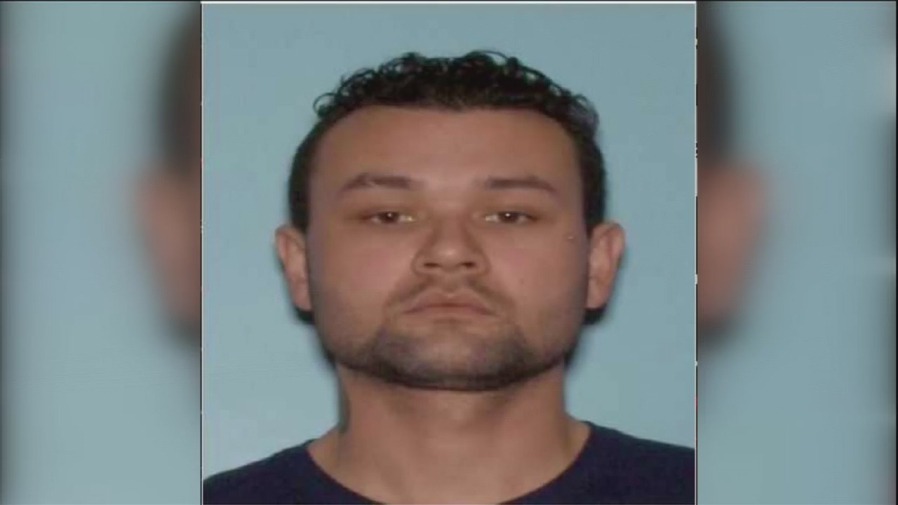FUGITIVE_FILES__Wanted_Forgery_suspect_w_0_20181008144951