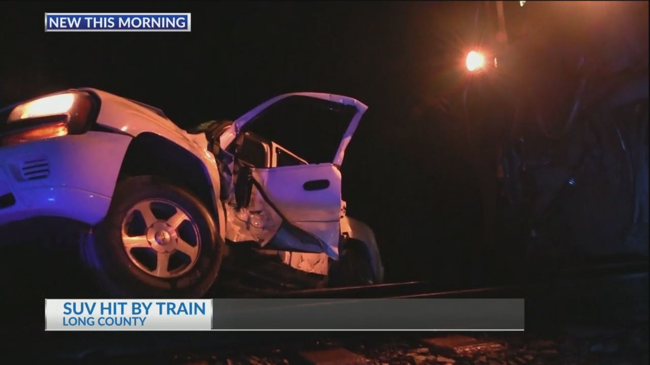 SUV_hit_by_train_in_Long_County_0_20181009112117