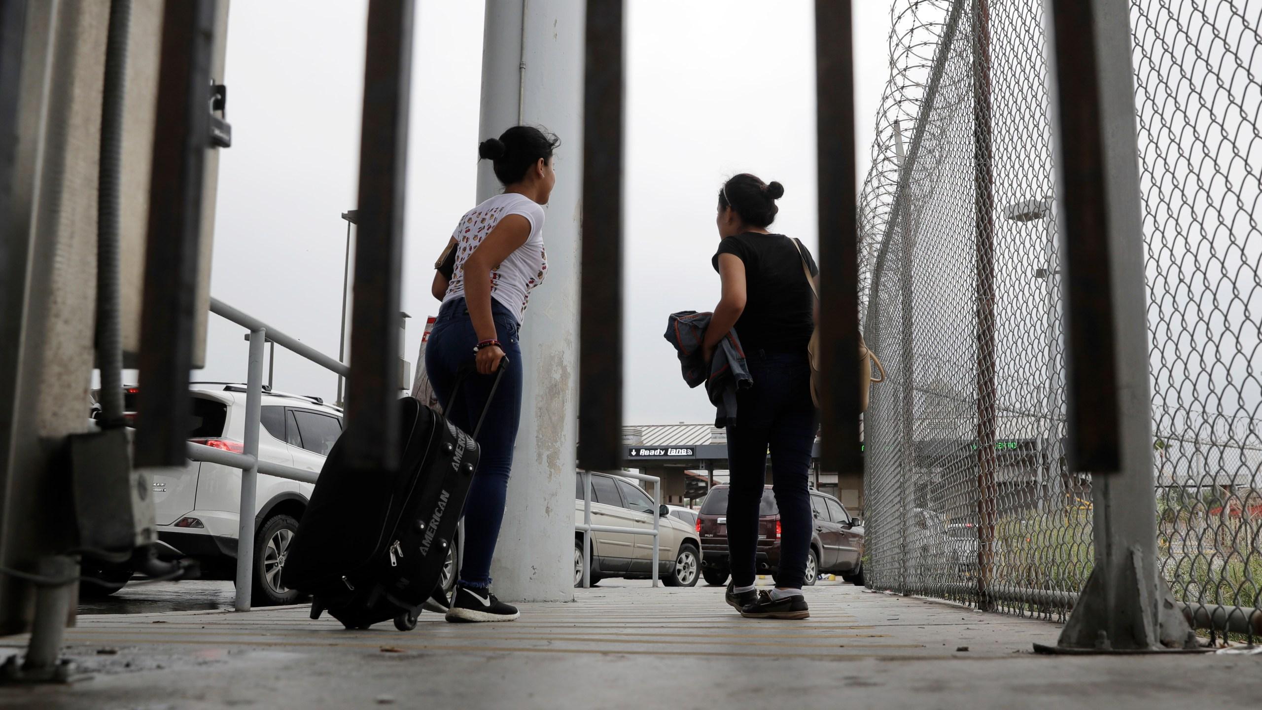 Immigration_Denying_Asylum_50195-159532.jpg40635800