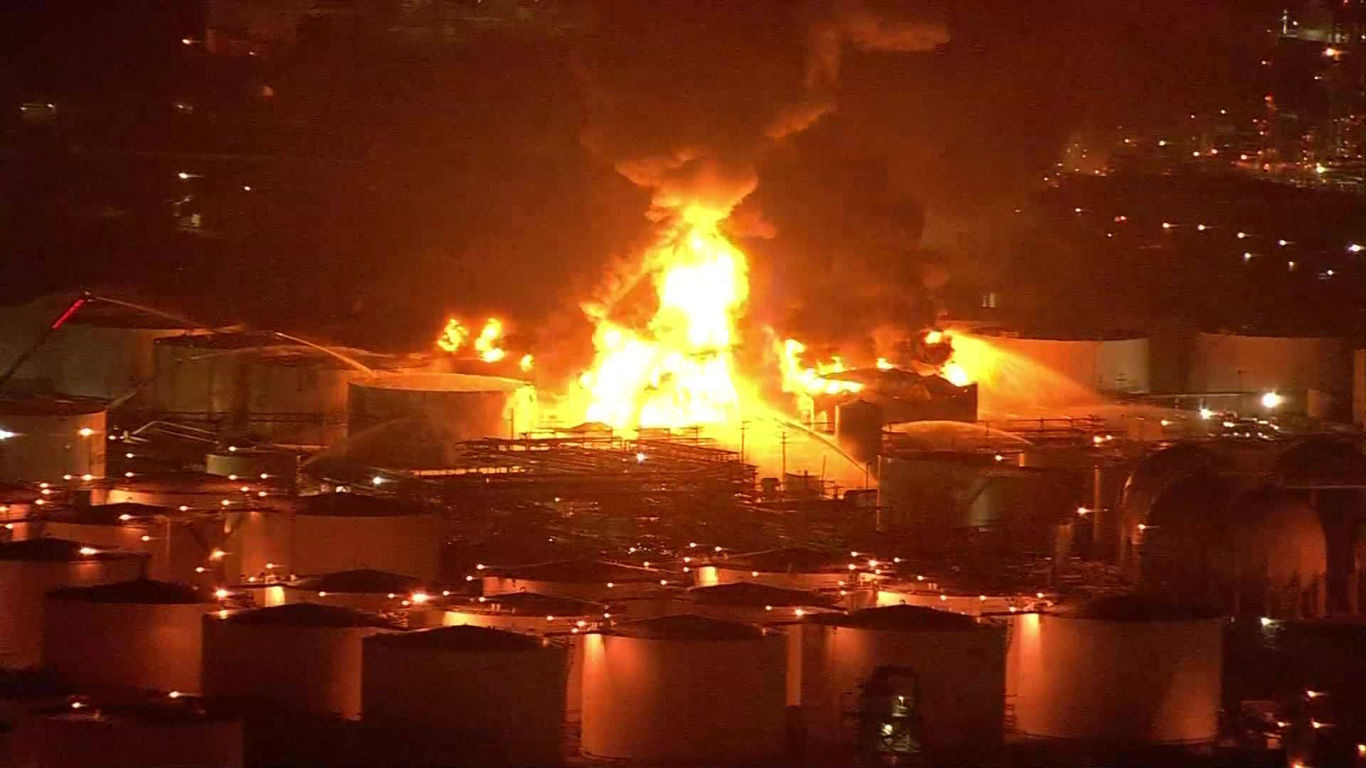 Video__Texas_chemical_plant_fire_continu_0_20190319121157