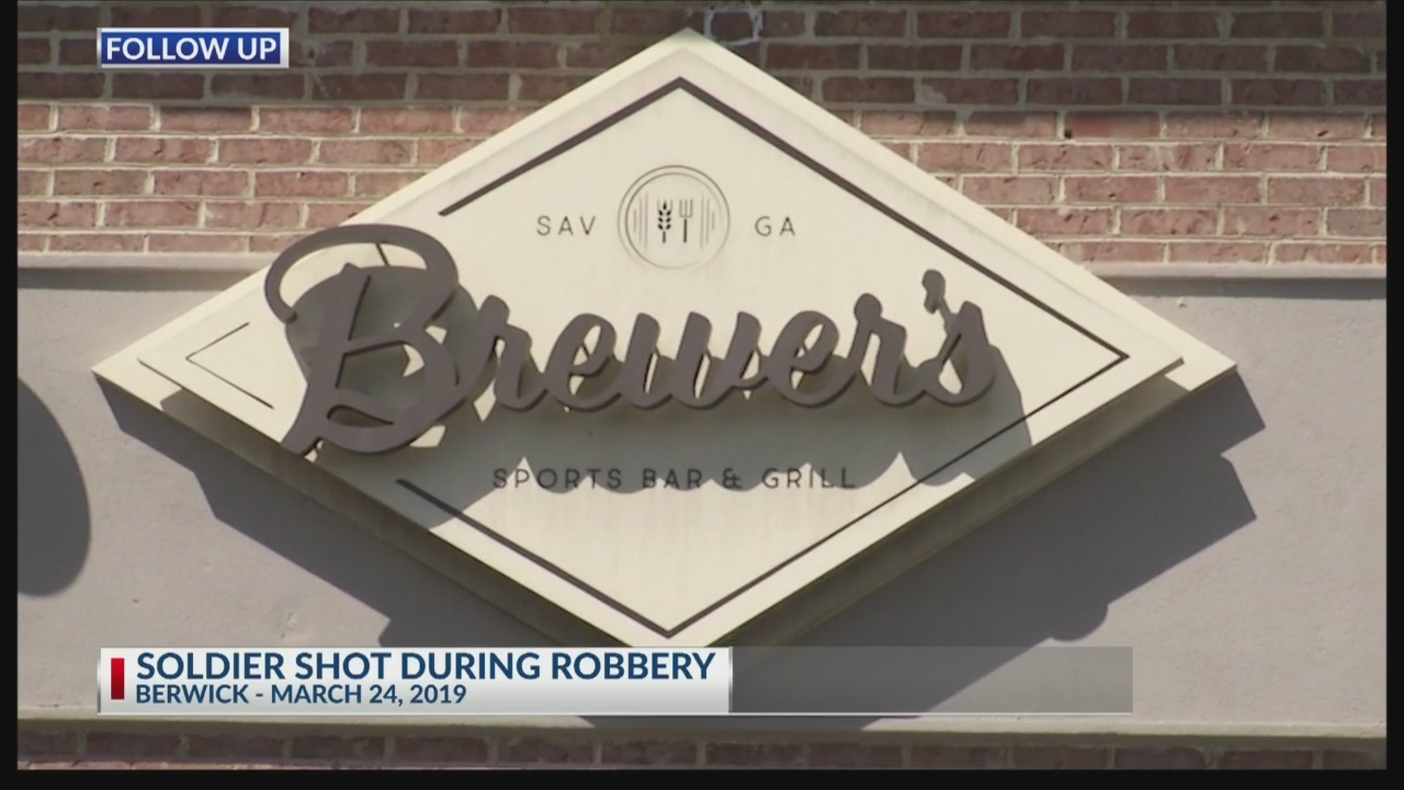 Soldier shot in sports bar robbery