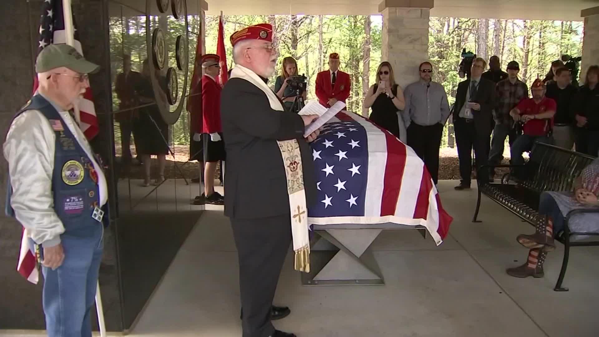 Strangers hold funeral for homeless veteran at Georgia National Cemetery