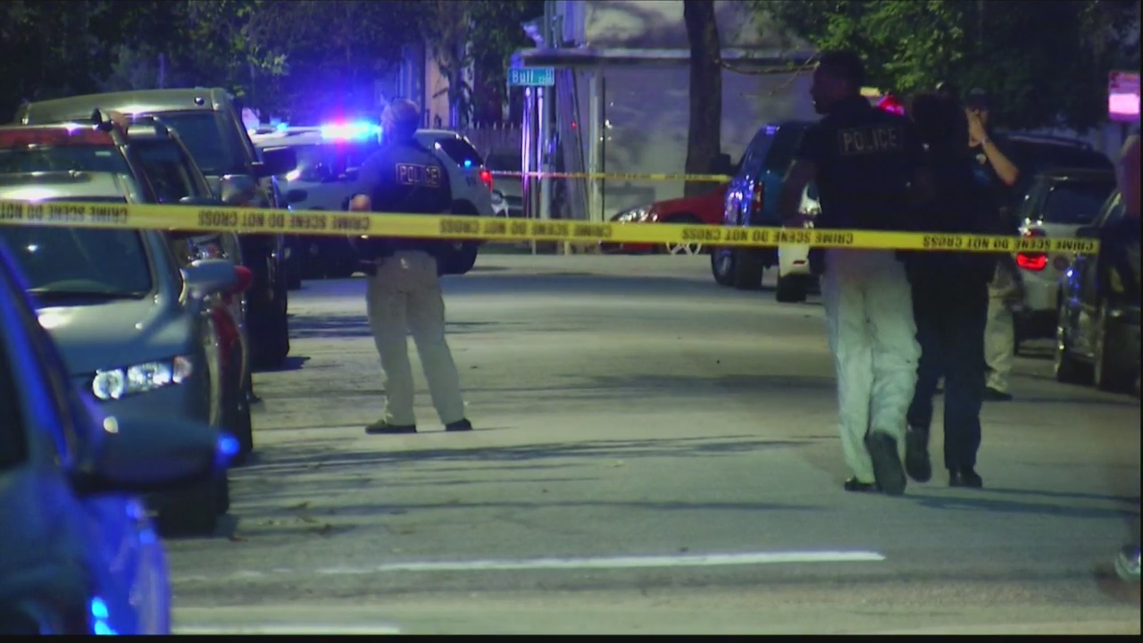 BREAKING: Two Savannah Police officers shot on East 39th Street