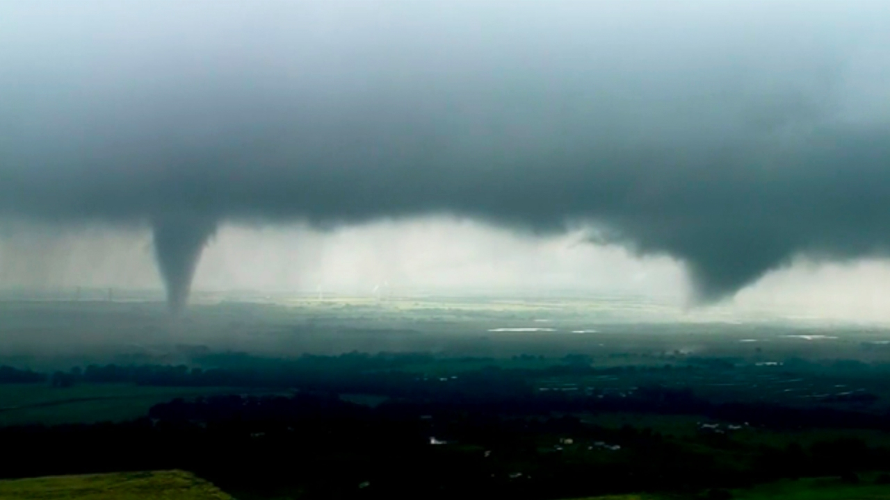 Confirmed tornado spotted near Tulsa airport