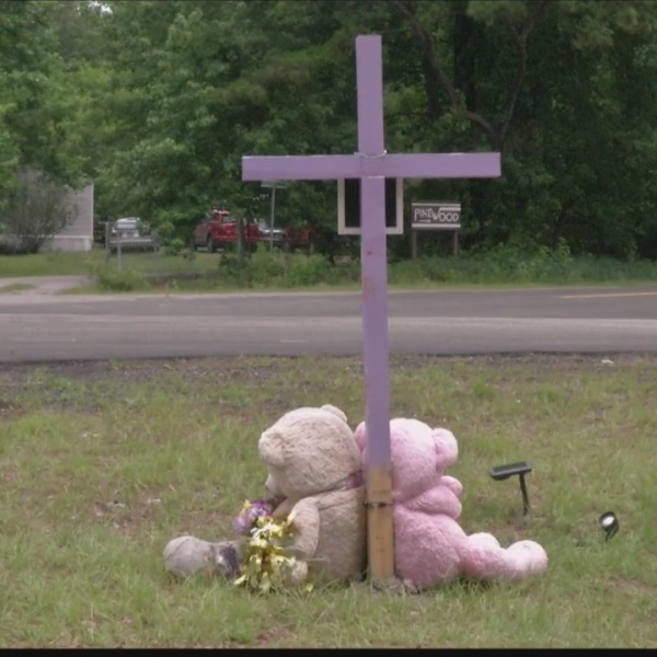 Roadside_memorial_for_accident_victim_st_0_20190606222737